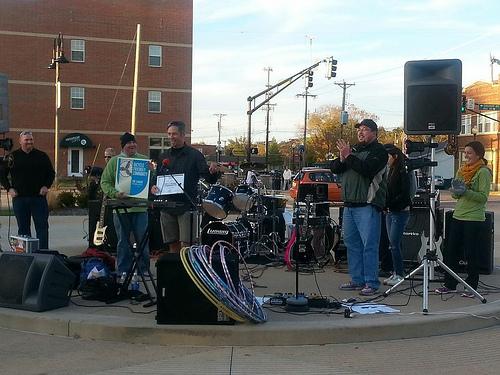 Paul Wojciechowski presents Bicycle Friendly Community Award to Ferguson officia
