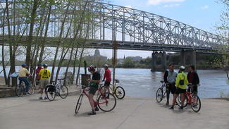Jefferson City cyclist can ride across the Missouri River to enjoy the city park
