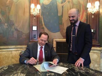 St. Louis Mayor Slay signs the updated Complete Streets bill sponsored by Alderm